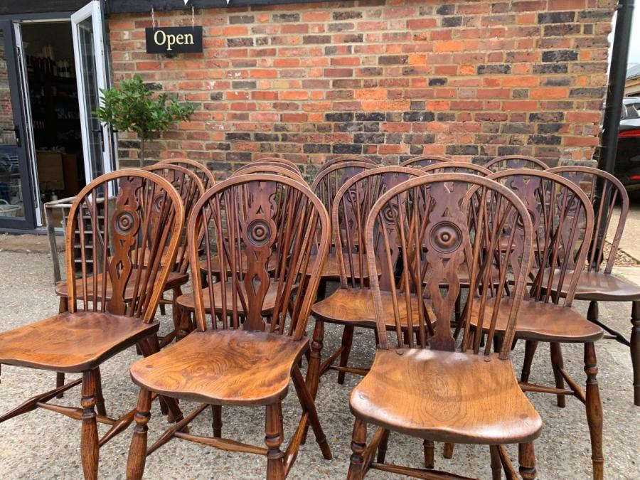Tips for choosing the right antique dining chairs