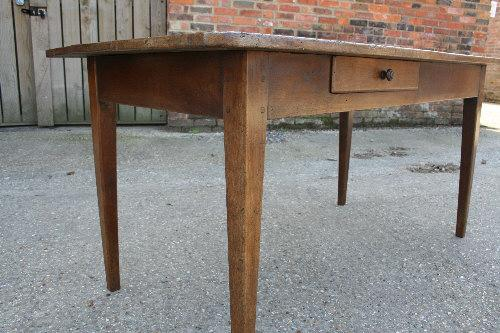 A cherry French Table