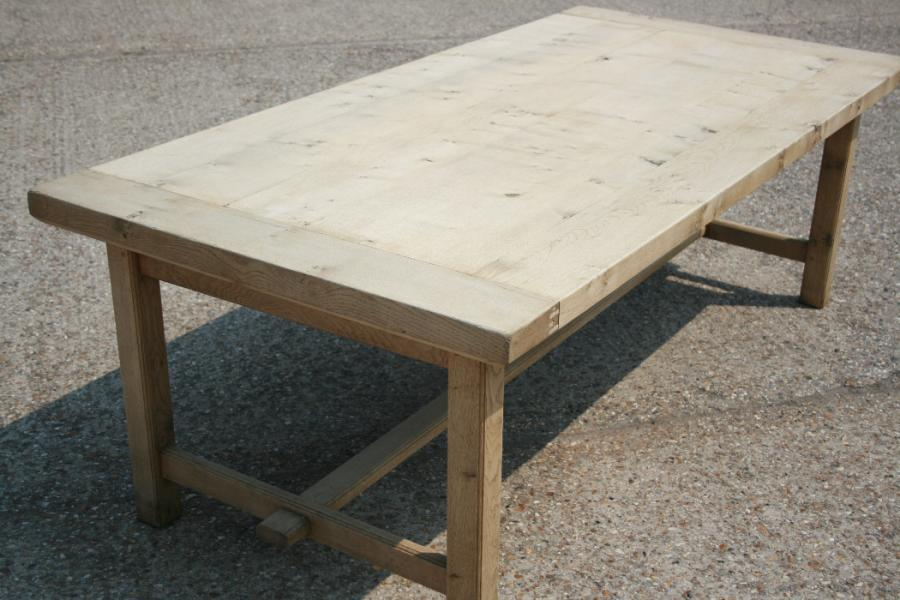 Charmant Bleached Oak Table