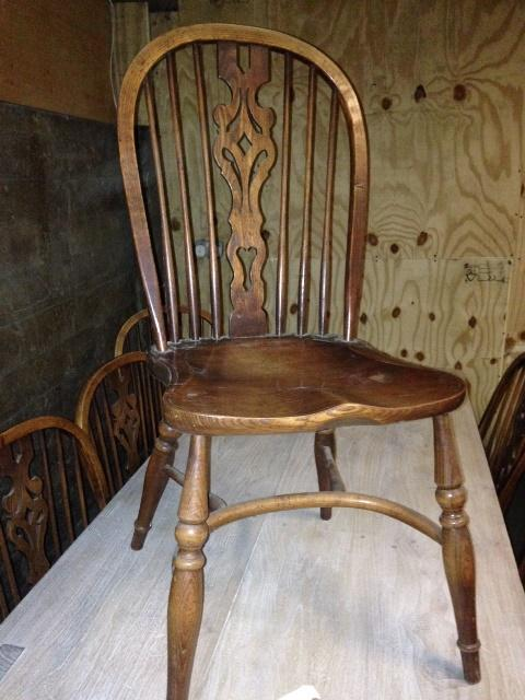 Windsor Splat back chairs st of 6 plus 2 carvers 20th C